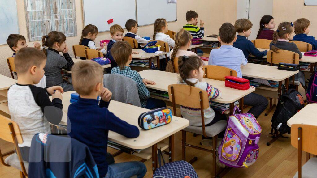"""Ministrul Educaţiei: """"50% din profesorii preuniversitari vor să se vaccineze, în sistemul universitar procentul este 60%"""""""