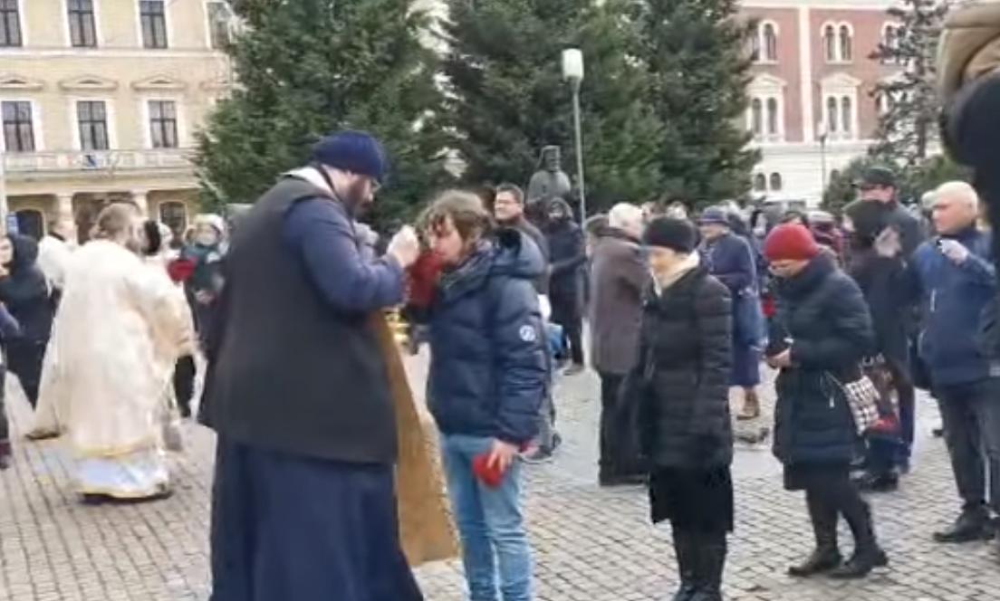 Inconștiență la Cluj în plină pandemie de coronavirus. La Catedrala Ortodoxă împărtășania s-a făcut cu o singură linguriță – VIDEO