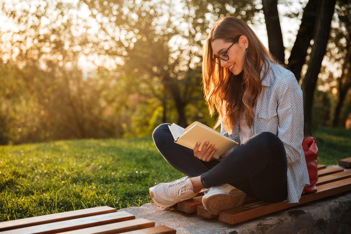 Ce beneficii ofera cartile de beletristica? Iata CUM te poate ajuta o astfel de lectura!