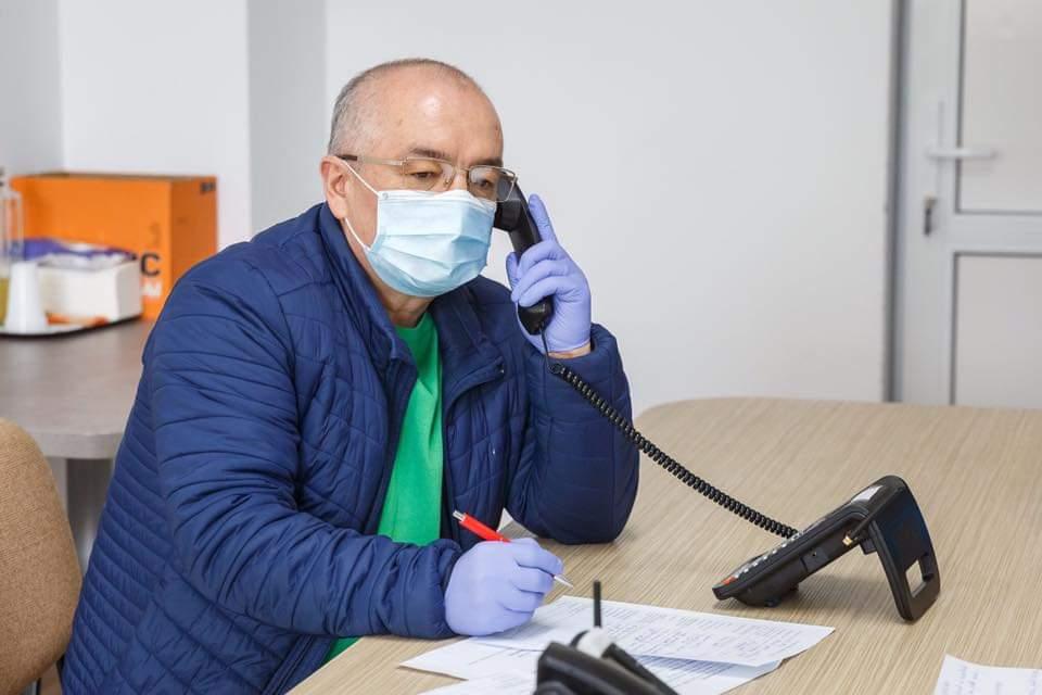 """Emil Boc: """"La Cluj-Napoca nimeni nu este uitat și abandonat"""". Sprijin pentru cei 2368 de vârstnici peste 65 ani fără susținători"""