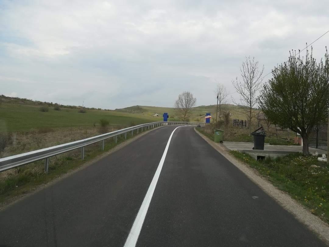 8 sectoare de drumuri județene   în lungime de peste 117 km beneficiază de lucrări de marcaje rutiere