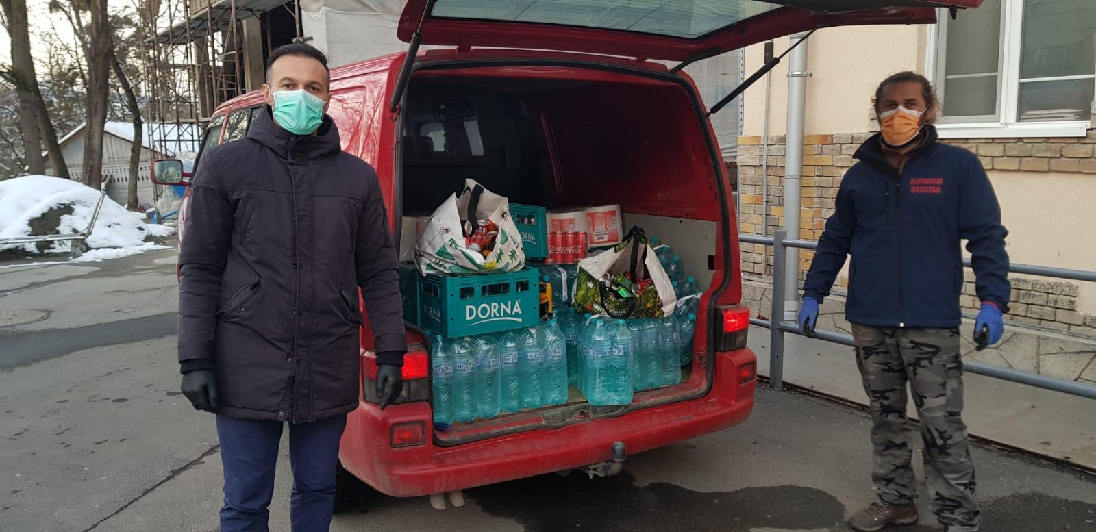 Sprijin pentru cei din linia întâi oferit de voluntarii Rescue 4×4 Cluj. Peste 10.000 de mănuși și măști, dezinfectanți și articole de igienă și mâncare au fost donate