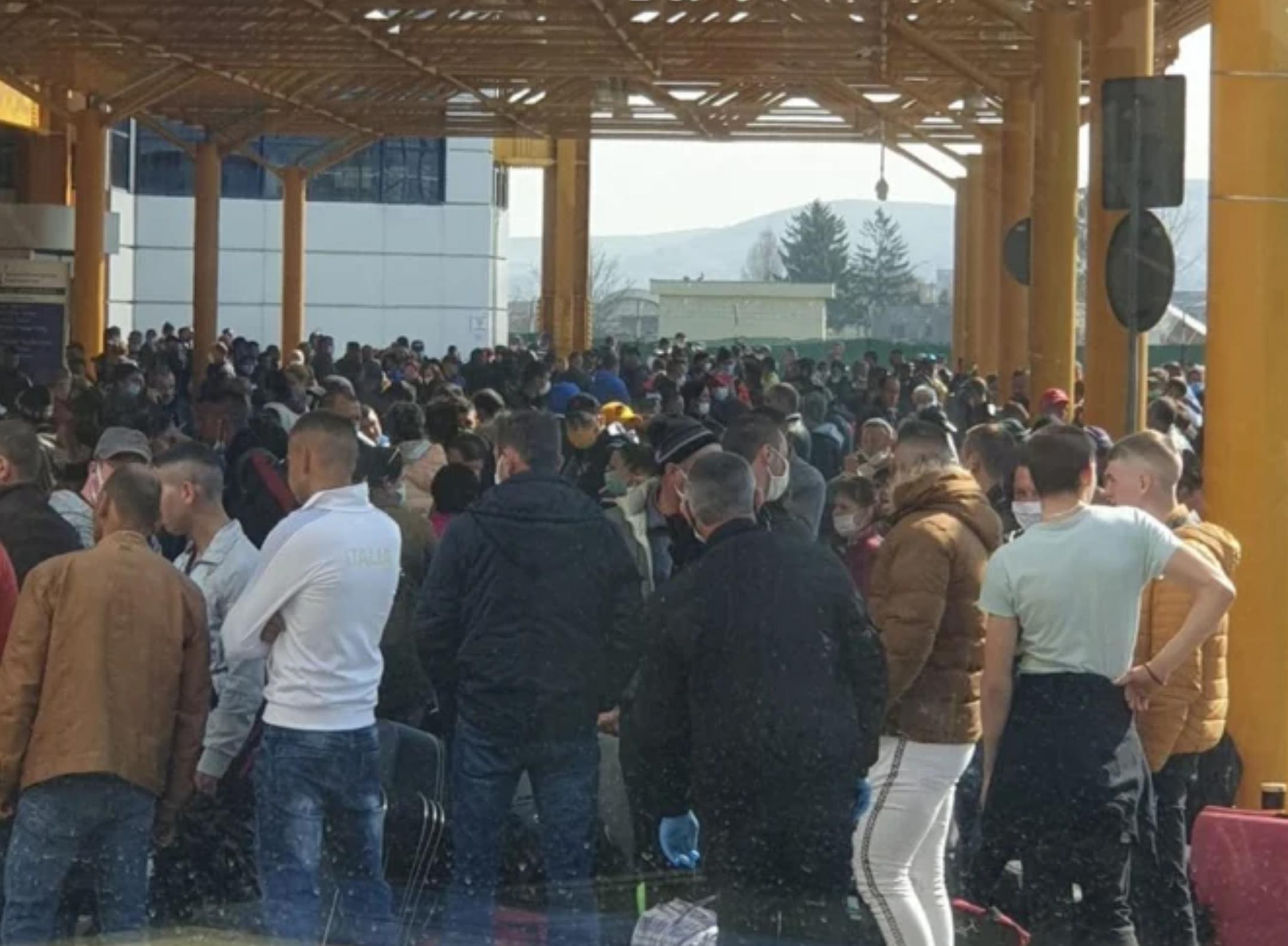 """Deputatul PSD Horia Nasra critică haosul de la Aeroportul Internațional """"Avram Iancu"""": """" Pasager lipit de pasager"""""""