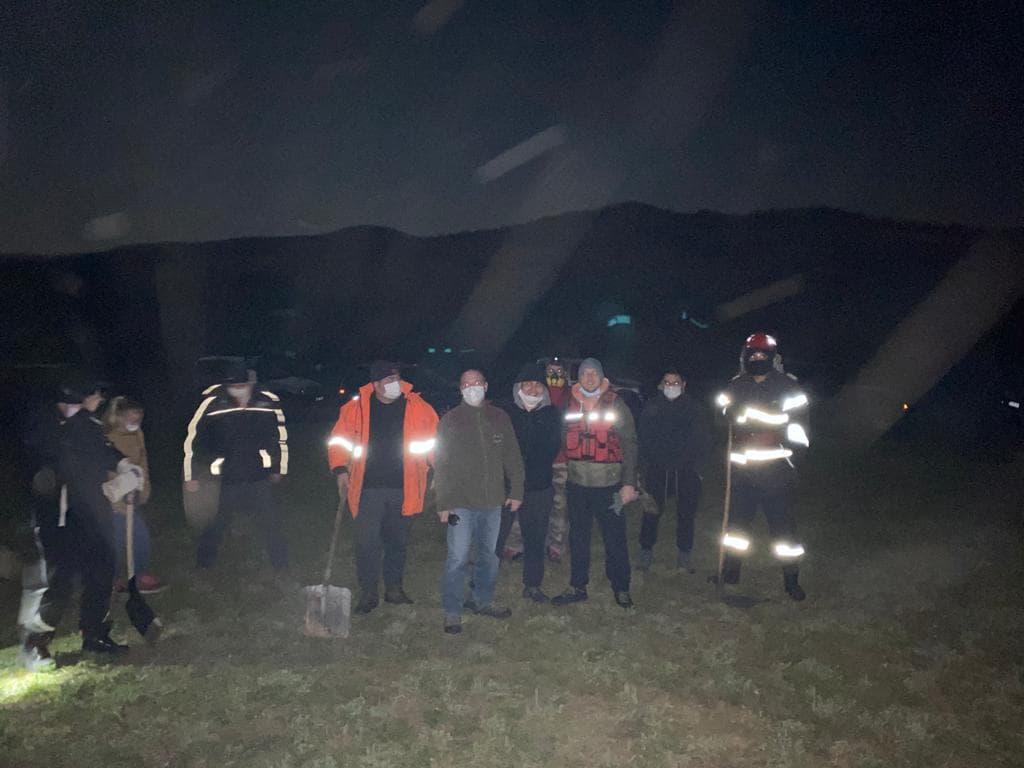 Jos pălăria! Rescue 4×4 Cluj i-a sprijinit pe pompierii clujeni la un incendiu de vegetație în satul Dâncu din Aghireș