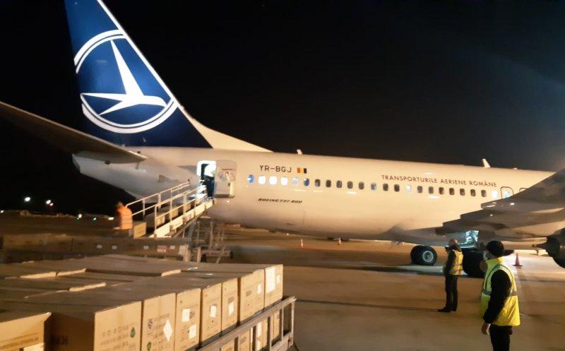 Nouă tone de echipamente medicale din China au ajuns vineri seară în țară cu o aeronavă Tarom