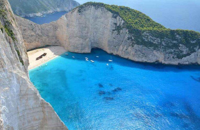 """Grecia primește turiști de la 1 iulie, """"fără pașaport medical"""""""