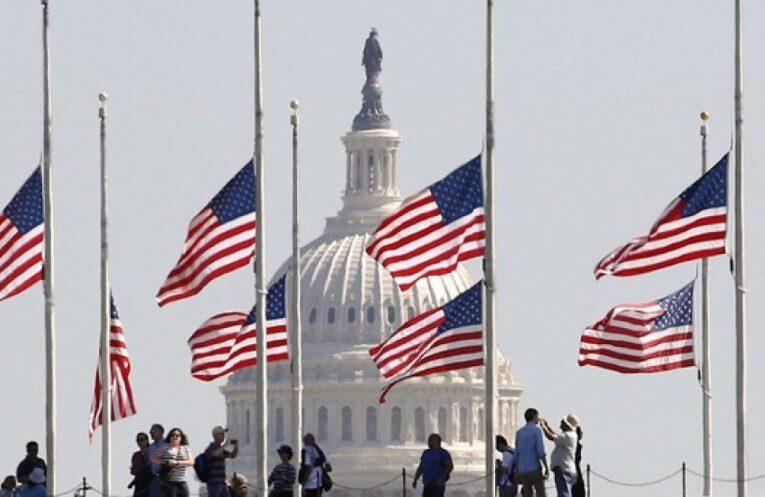 Trei zile de doliu în SUA în memoria victimelor COVID-19. Drapelele vor fi coborâte în bernă