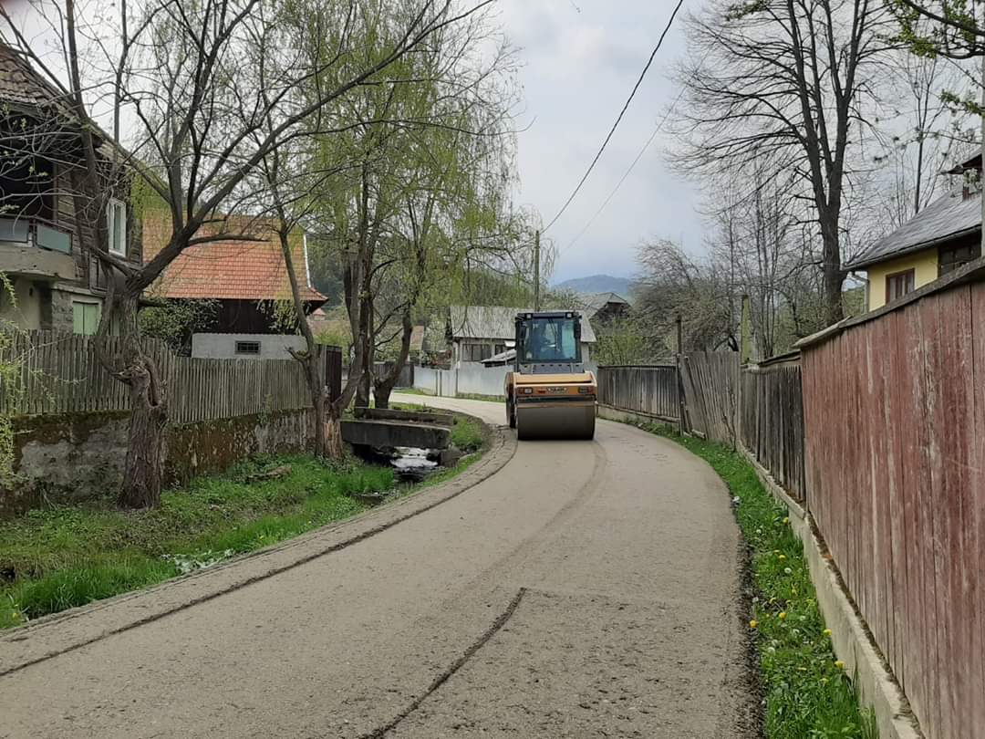 Lucrări de întreținere pe drumul judeţean 103J Alunișu – Săcuieu – Vișagu.