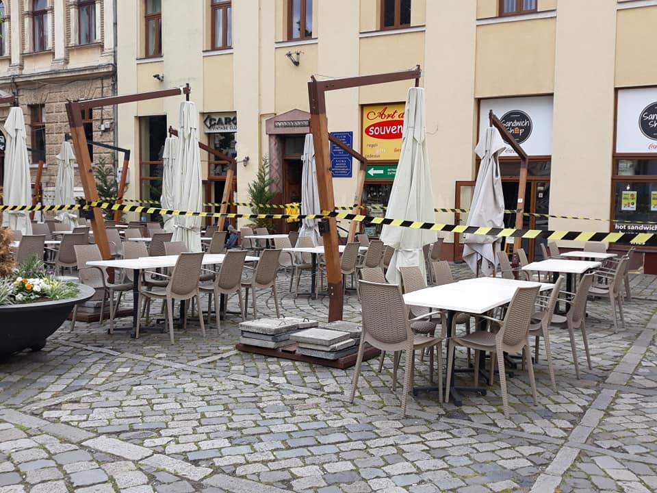 Terasele din centrul Clujului se pregătesc de marea redeschidere după încheierea stării de urgență – FOTO