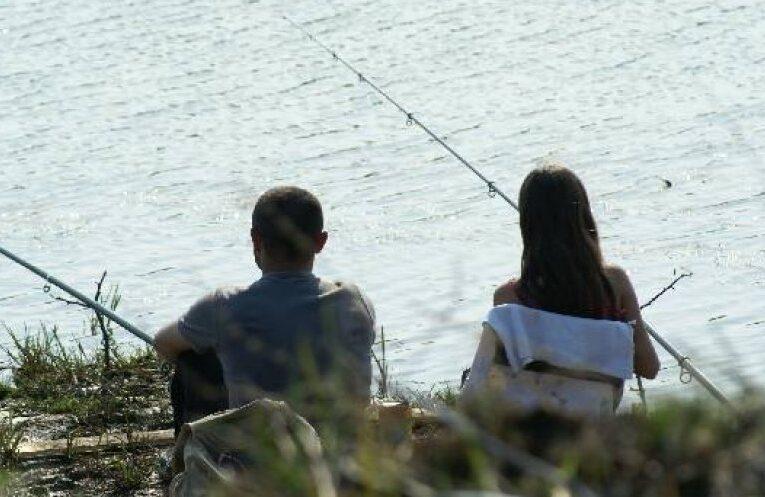Reguli pentru pescuit în era COVID-19: fără grătare, fără alcool, fără socializare, menținerea unei distanțe de 10 m și cu triaj epidemiologic