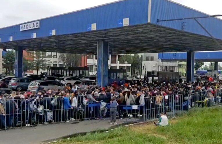 Mii de oameni care au intrat în țară în ultimele 24 de ore au fost trimise direct în carantină