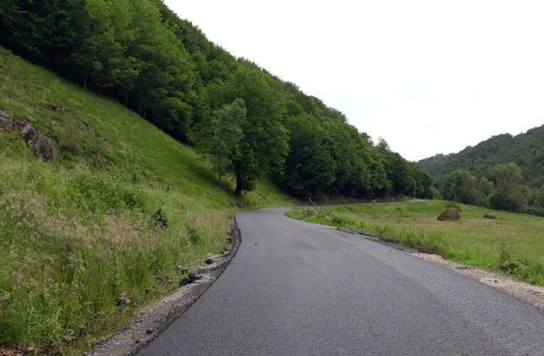 Lucrările de asfaltare pe drumul județean 103J Alunișu – Săcuieu – Vișagu au fost finalizate