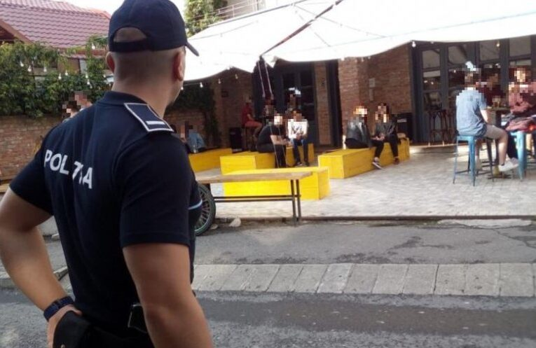 Razie pe terasele și în barurile din Cluj weekend-ul trecut pentru verificarea respectării măsurilor de distanțare socială