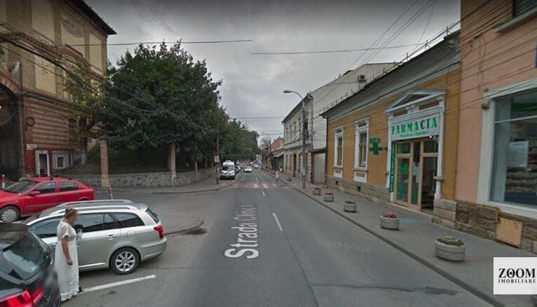Un clujean care s-a întors din Marea Britanie a fost amendat fiindcă nu a respectat autoizolarea. Se plimba liber prin centrul Clujului