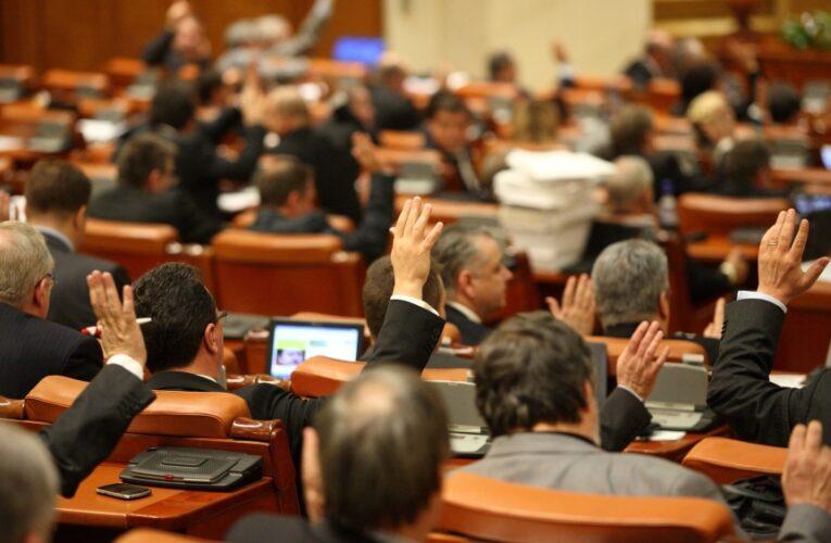 Impozitarea pensiilor speciale cu până la 85%, votată de Camera Deputaţilor