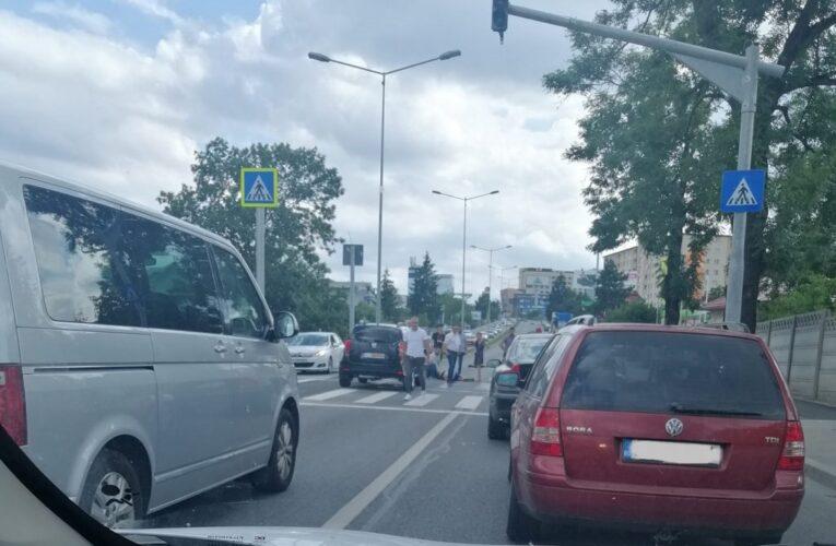 Un tânăr de 14 ani  aflat pe trotinetă a fost lovit de o mașină pe Calea Turzii, în timp ce traversa pe trecerea de pietoni