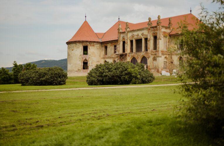 Castelul Banffy din Bonțida a primit o donație de 100.000 lei din partea Lidl România