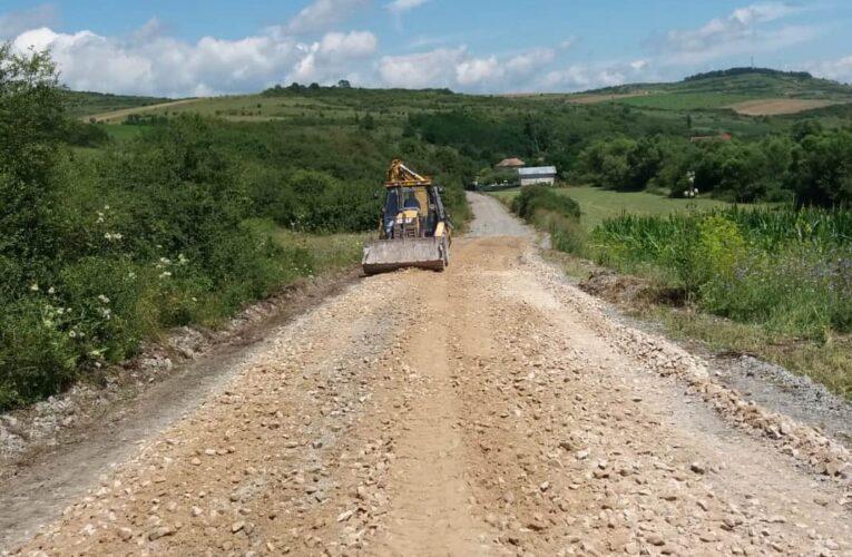 Au început lucrări de întreținere pe drumul judeţean 109V Satu Lung – Giula