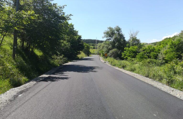 Pe DJ 107M Săvădisla – Lita – Liteni – Săcel – Băișoara au fost finalizate lucrările de asfaltare pe sectoare