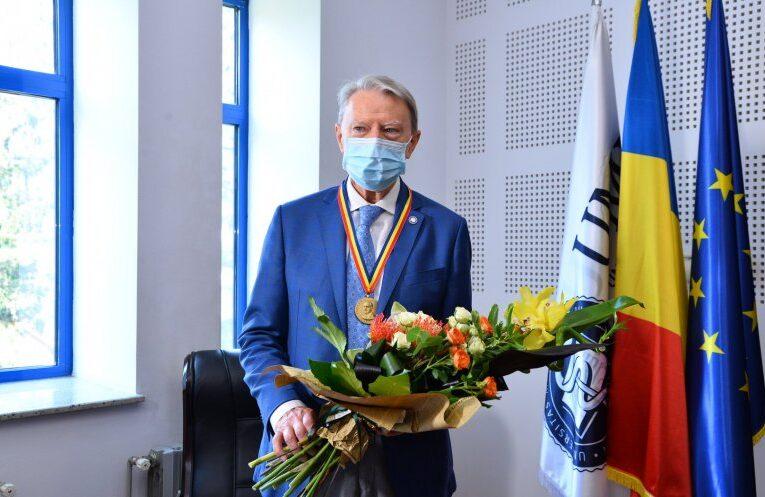 """Profesorul Nicolae Hâncu a primit medalia """"Iuliu Hațieganu"""" din partea UMF Cluj, la împlinirea vârstei de 80 ani"""