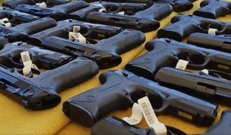 """Polițiștii vor primi pistoale noi de ultimă generație Beretta pentru a înlocui clasicele Carpați. Vela: """"Este un mesaj și un semnal pentru infractori"""""""