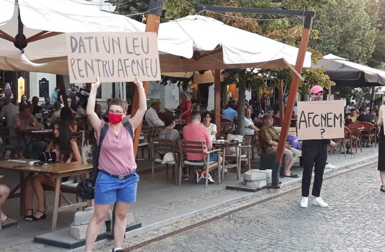 """Protestul actorilor independenți de la REACTOR la gala de închidere TIFF 2020, în prezența ministrului Culturii. """"Dați un leu pentru AFCN-eu"""" – FOTO"""