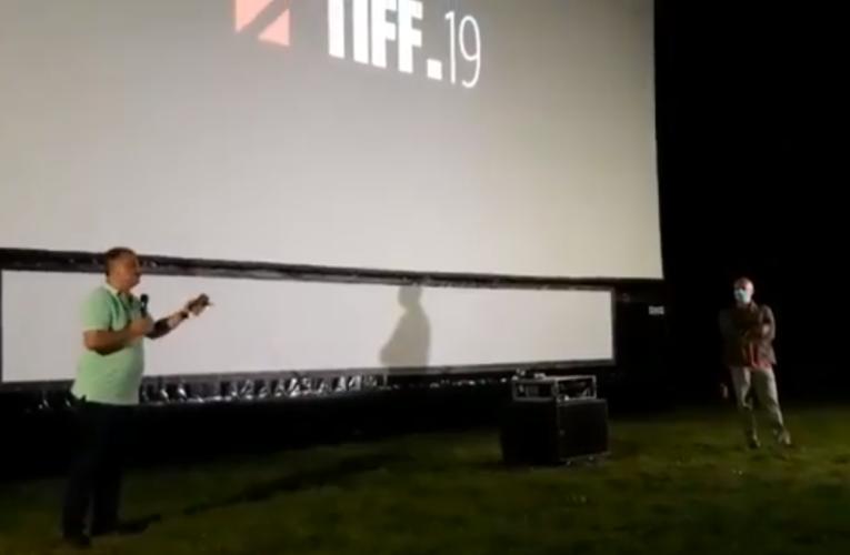 """Discurs halucinant pe scena TIFF 2020. Regizorul Cristi Puiu a refuzat să poarte mască: """"Puterea instalată ar face bine să discute cu oamenii, să intre în dialog, nu ca să ne trateze ca pe niște vite"""""""