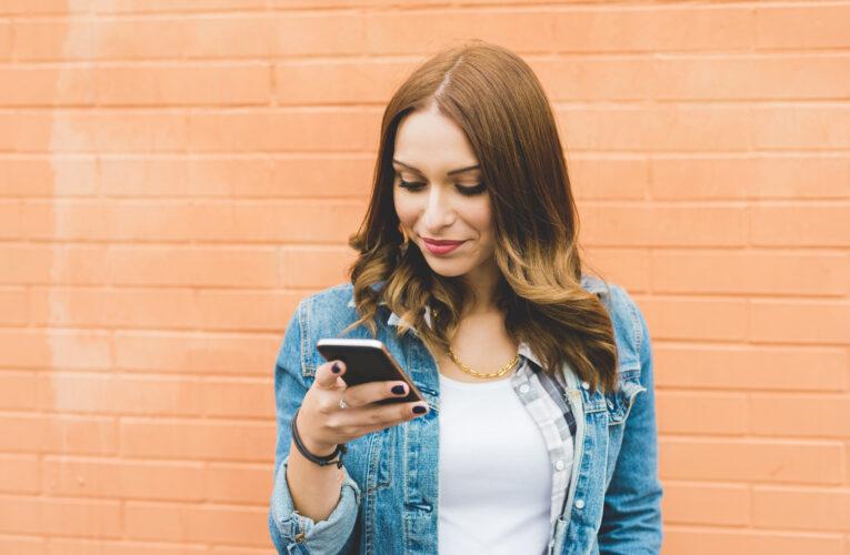 Iată 7 semne că TREBUIE să îți înlocuiești vechiul telefon!