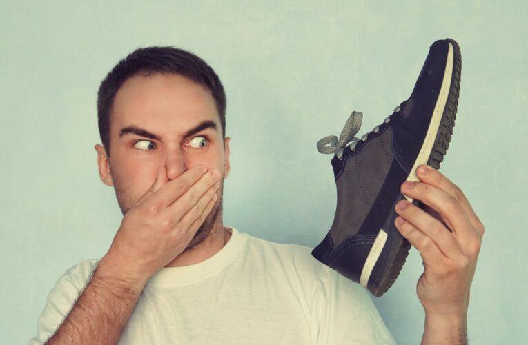 Te confrunți cu mirosul neplăcut al picioarelor? Află câteva secrete care te pot scăpa pentru totdeauna de acest disconfort!