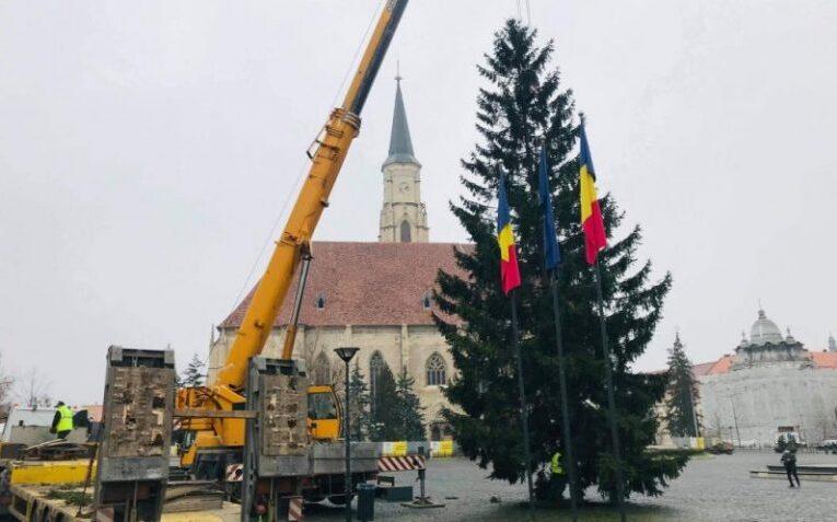 """Fără artificii și paradă de 1 Decembrie și fără spectacole de Crăciun în centrul Clujului, dar cu iluminat festiv și brad. """"Vom sărbători cu decență anul acesta"""""""