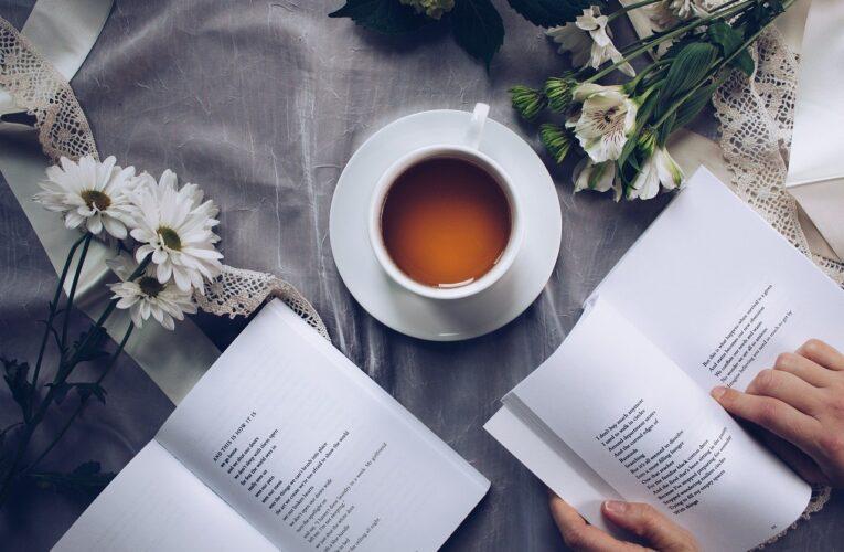 Cum îți poți schimba viața cu ajutorul unor cărți dezvoltare personală?