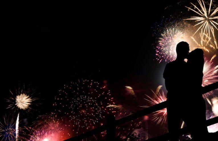 Marea Britanie interzice sărutul de Revelion