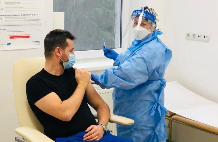 13.821 de români s-au vaccinat în ultimele 24 de ore împotriva COVID. Câte reacții adverse au fost