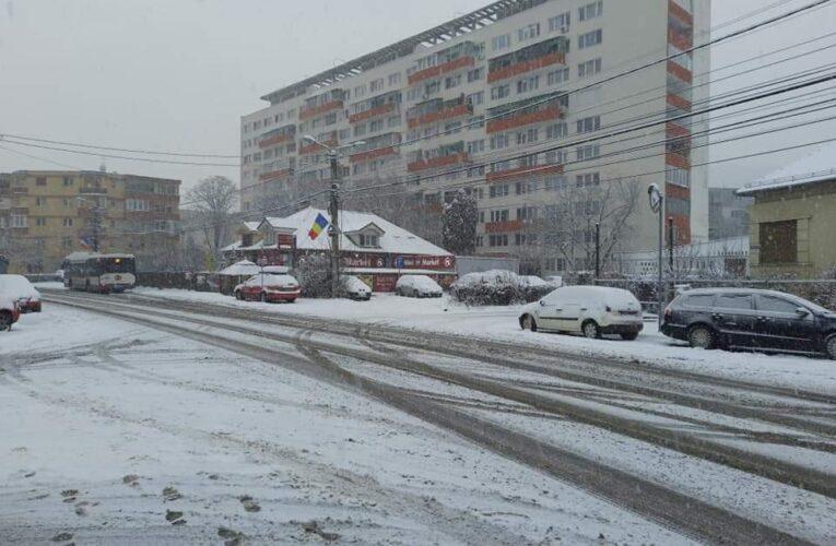 Iarna și-a intrat în drepturi la Cluj. Circulația se desfășoară în condiții grele în oraș – FOTO/VIDEO